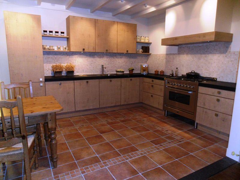 Keuken Eiken Fineer : beste keukenprijs! Eiken fineer keuken met Boretti fornuis [45551