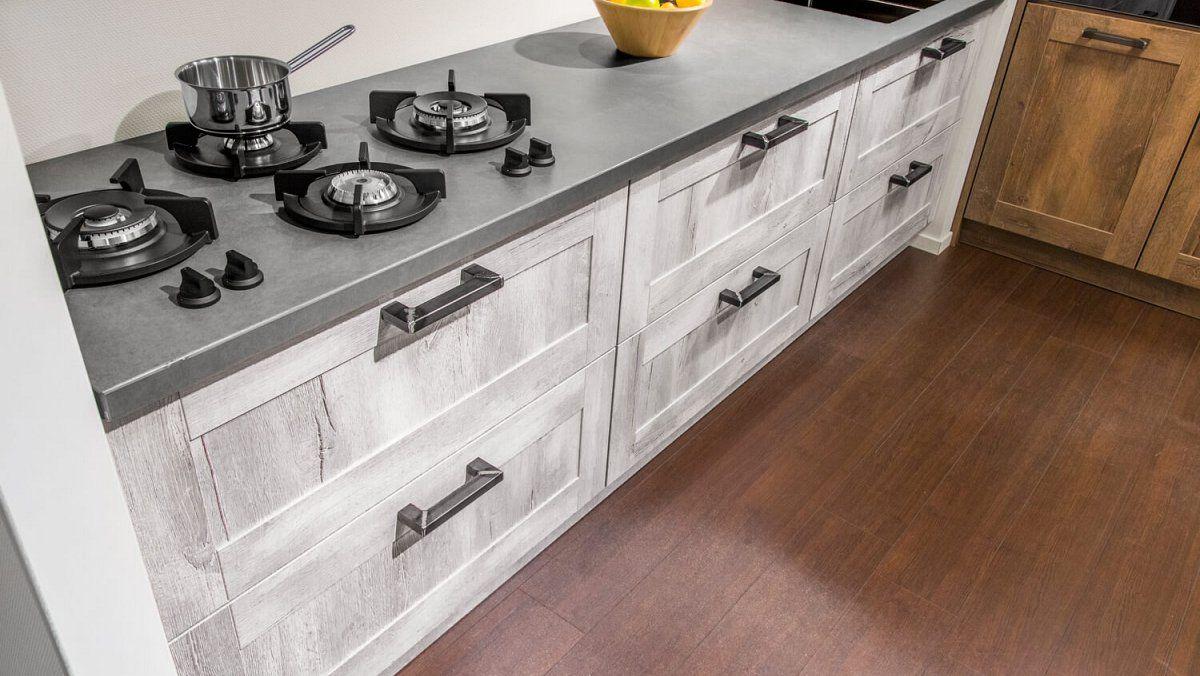 Rechte keuken met kastenwand (13)